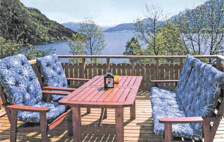 Holiday cottage with 3 bedrooms on 60m² in Nordfjordeid