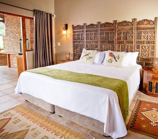 La Kruger Lifestyle Lodge - Luxury Bush Chalets
