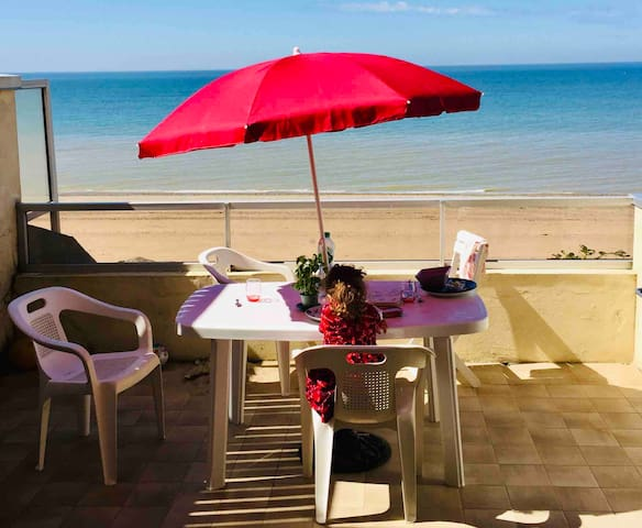Vue Sur Mer,  les vacances les pieds dans l'eau..