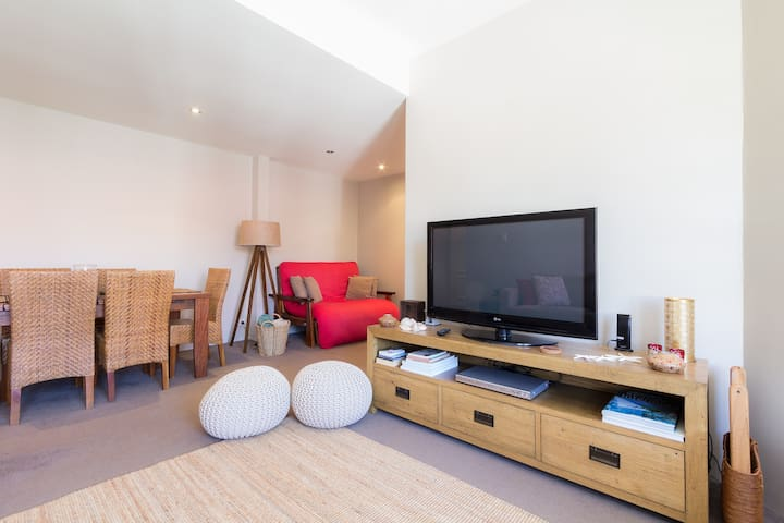 Manly 2BR Beachside Apartment (30m from beach) - Manly - Pis