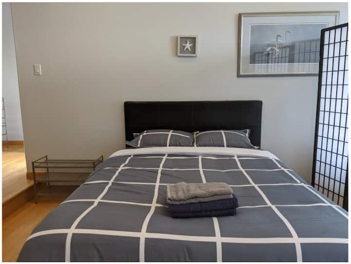 Queen Bed in spacious shared room | Close to SFO