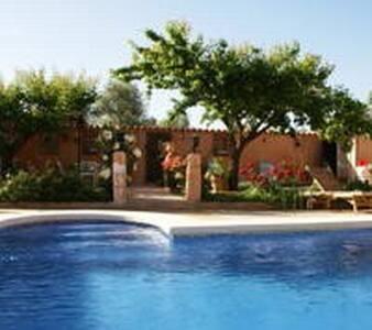 Villa en Almagro alquiler integro piscina chimenea