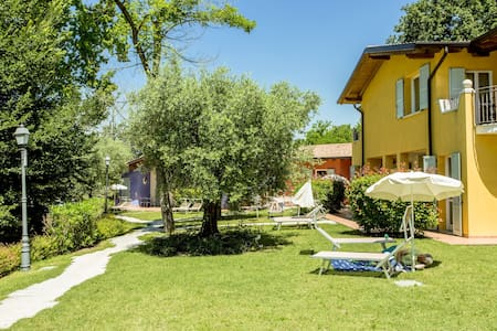 Cozy Holiday Home in Manerba del Garda with Swimming Pool