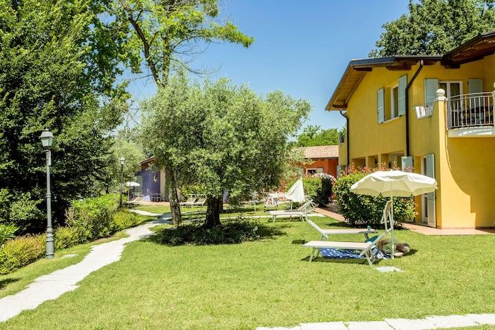 Accogliente casa vacanze a Manerba del Garda con piscina