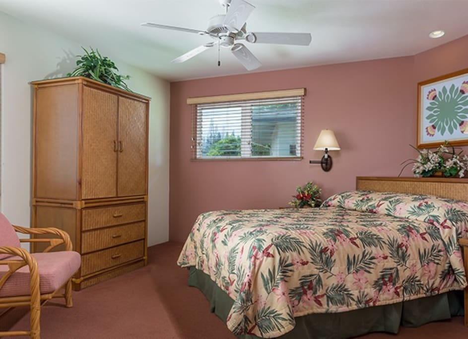 Bedroom. Please note that layout, decor and views may vary.
