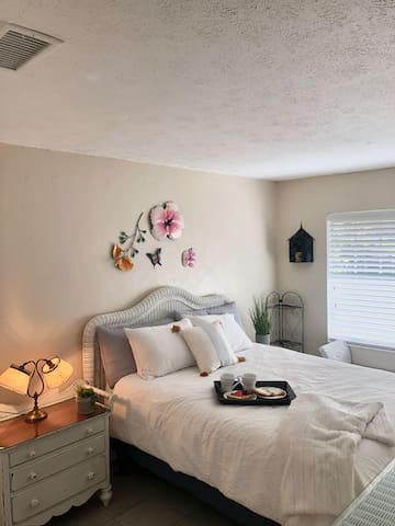Casa Tranquil for 4 in the heart of downtown