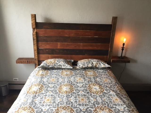 Hand Crafted Bed; Walk to NYC PATH