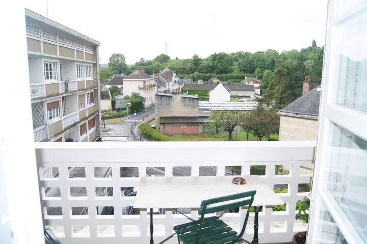 Appartement plein sud, vue campagne, centre-ville