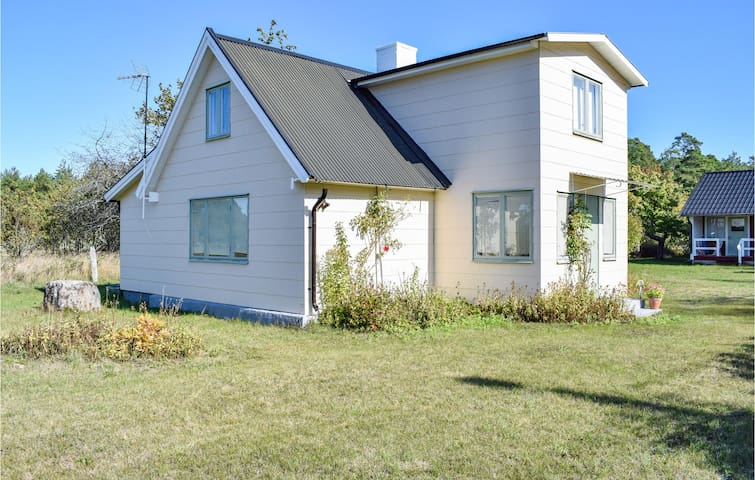 Holiday cottage with 3 bedrooms on 78m² in Byxelkrok
