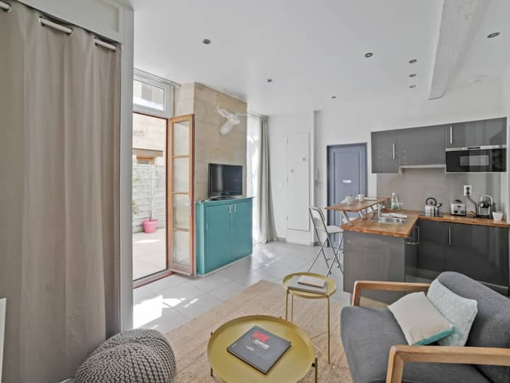 Large design and calm studio w/ garage at the heart of Bordeaux - Welkeys