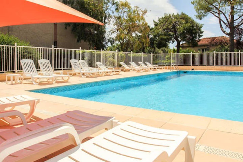 Pool free access