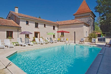 4 Bedrooms Home in Verteillac - Verteillac