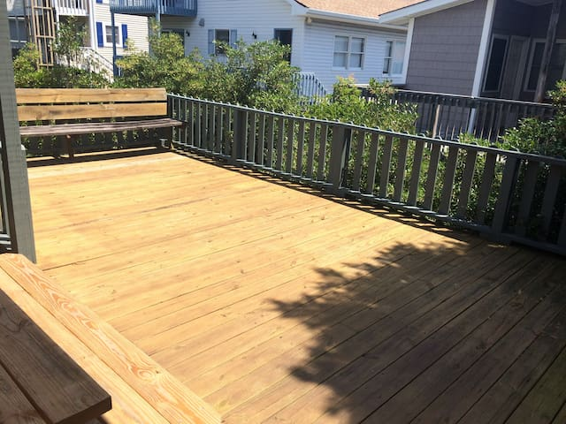 Beautiful large deck with a picnic table