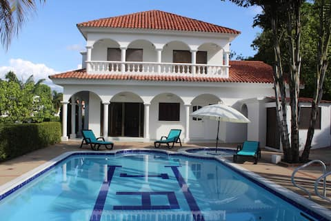 Fabulosa casa quinta con piscina privada y jacuzzi