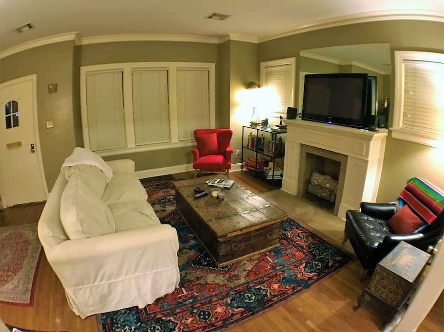 Perfect living room to cozy up in front of your favorite Netflix, HBO, or Amz