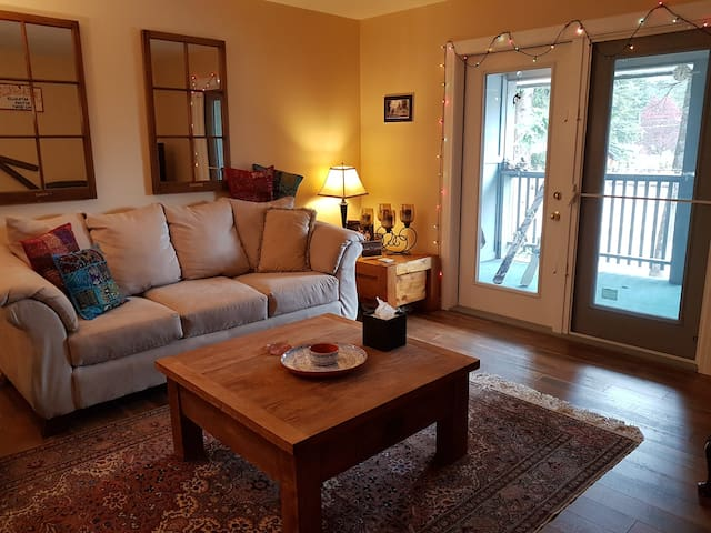 3 bdrm condo on the river, close to all amenities