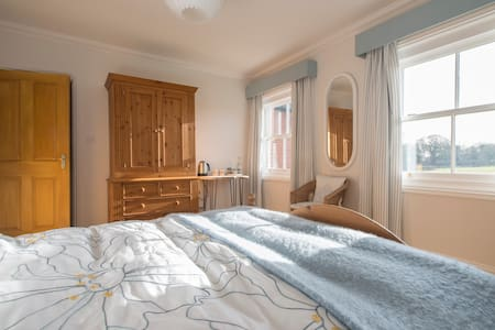 The Farmhouse - Double (king size bed) near Cromer - Norfolk - Bed & Breakfast