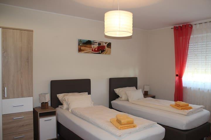 Neues Ferienhaus für Dienstreisende u. Urlauber - Maxhütte-Haidhof - Casa
