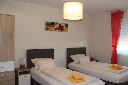 Neues Ferienhaus für Dienstreisende u. Urlauber - Maxhütte-Haidhof - House
