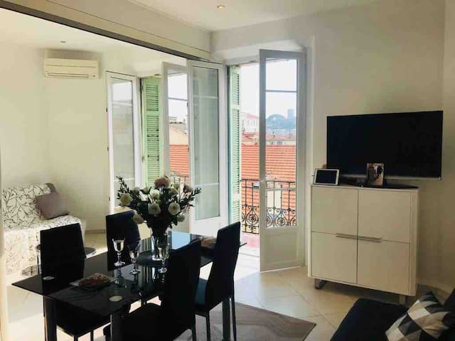 Cannes-100m from Palais des Festivals & the Beach