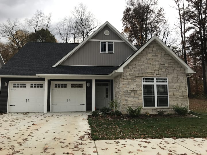 Brand New Spacious House Close to Downtown and IU