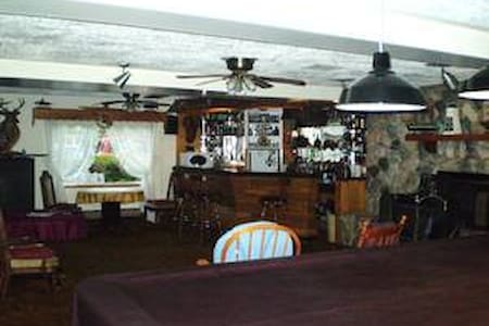 Admiral Room-Chirstie's B&B - Sydney Forks - Bed & Breakfast
