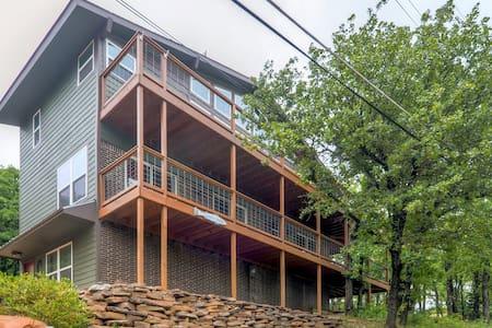 'Queen's Perch' - Roomy 3BR Lake Texoma Home - Pottsboro - Huis