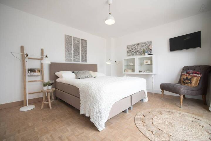 Trendy's Sea View room (sleeps 2 persons)