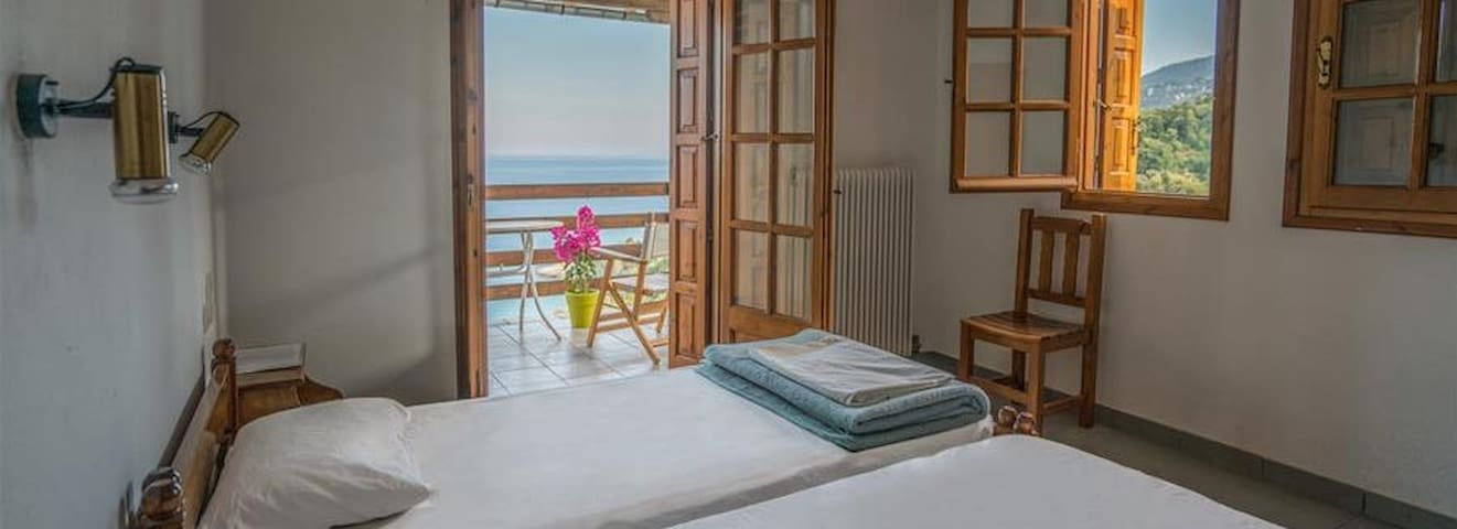 Cheap studio with breathtaking view in Pelion
