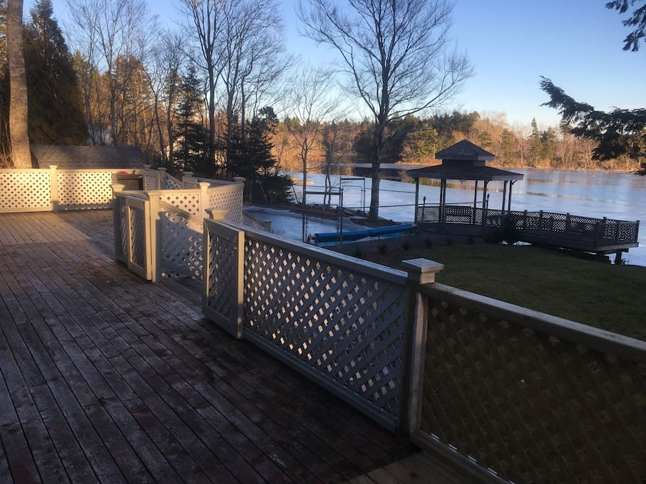 Breathtaking view of your own lakeside swimming pool on the shores of Victor Lake