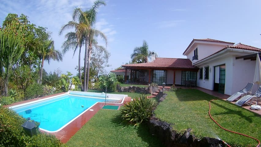Ideal chalet with swimming pool, garden and views - La Matanza de Acentejo