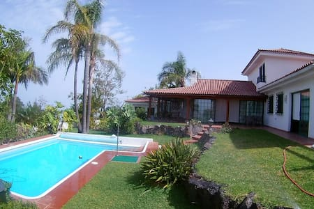 Ideal chalet with swimming pool, garden and views - La Matanza de Acentejo - Alpehytte