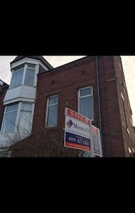 Spacious Victorian 3 Double Bed over Two Floors - South Shields