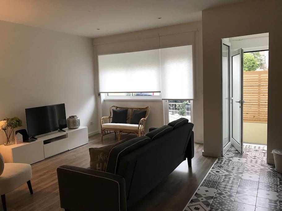 Sala de estar-jantar com acesso direto ao terraço