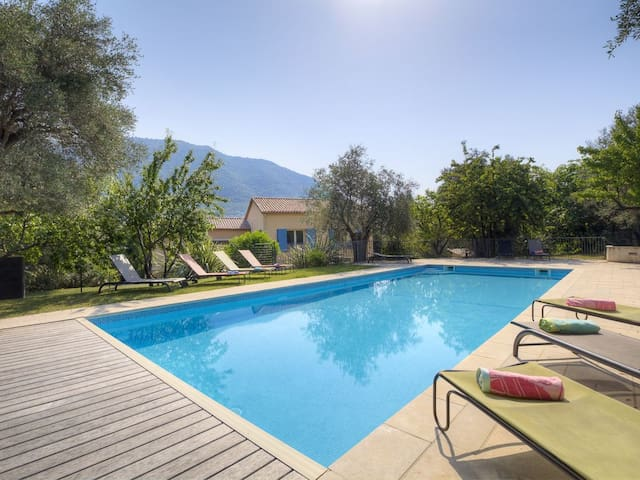 Stunning 5 bed villa with pool and tennis court