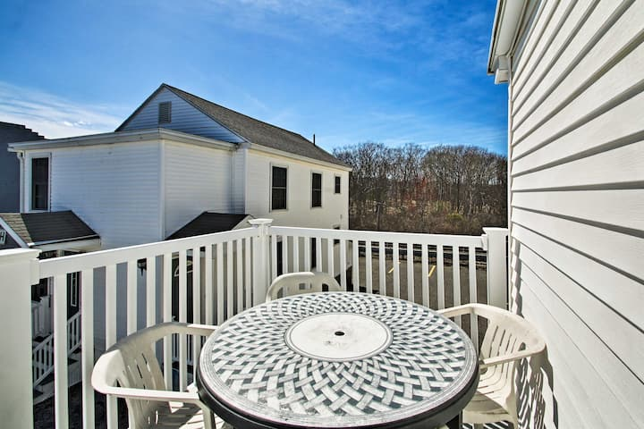Old Orchard Beach Apt - Walk to Beach & Pier!
