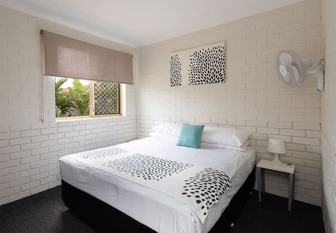 Ocean West 1 bedroom self contained apartments