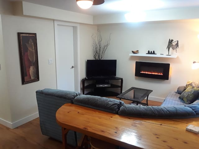 Cultus Lake Sunny 1 bedroom suite