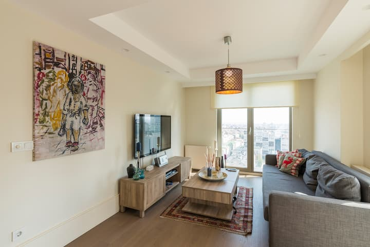 Luxurious Full Service Residential Condo