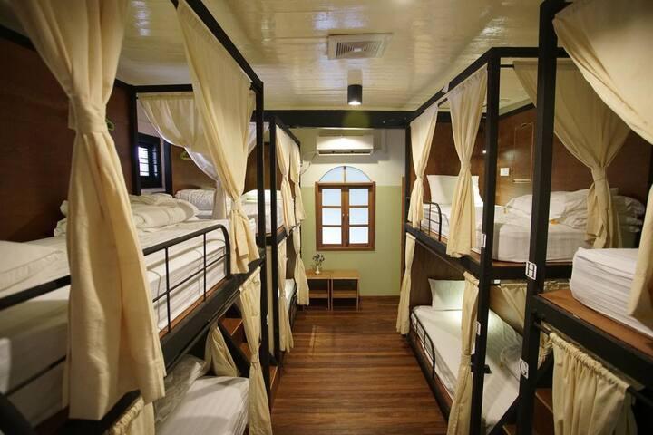 Female Dorm( 501 Mechant Bed and Breakfast)