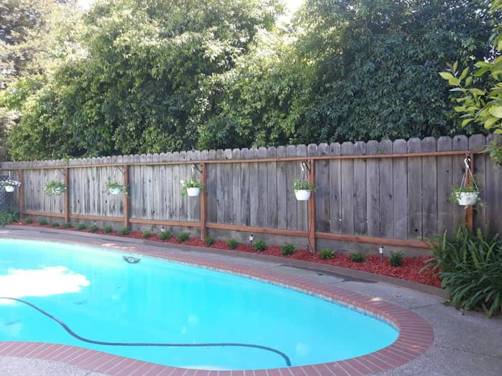 Pool/patio rental Per hour ONLY  No bed/no room