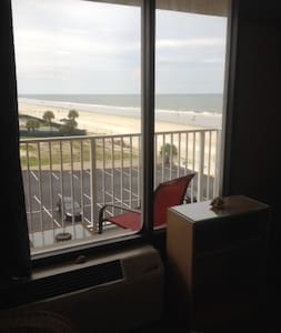 On the Beach! Daytona Beach Shores - Pantai Daytona Beach