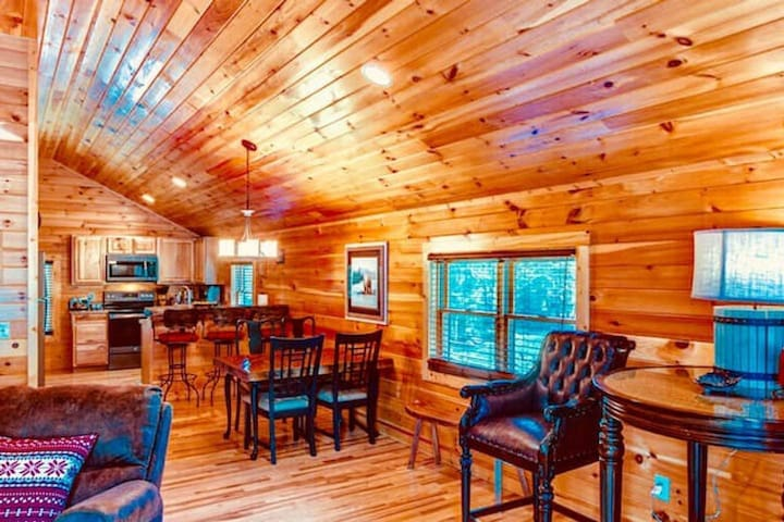 1 BR Cabin at Lodges at Eagles Nest - Social distancing in a gated mountain community