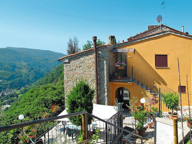 Apartment Poggetto Pellegrini for 4 persons in Pescia