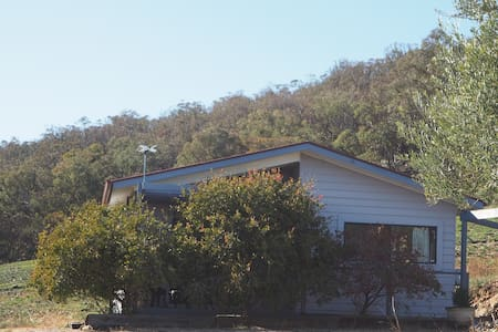 Goanna cottage. Stay in a wonderful vineyard