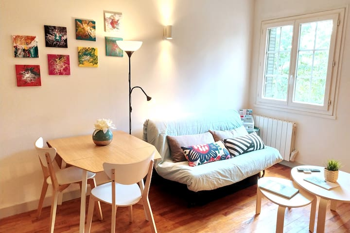 Studio apt in a house with parking