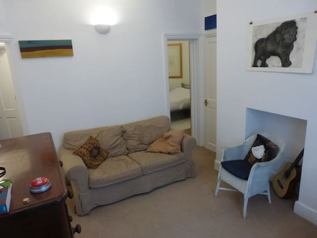 Heart of Shoreditch - cosy 2 bed Artist's Flat