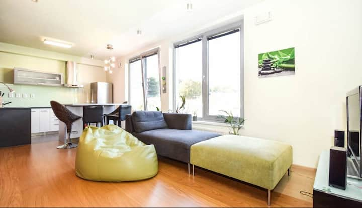 Modern studio apartment 10min from old town