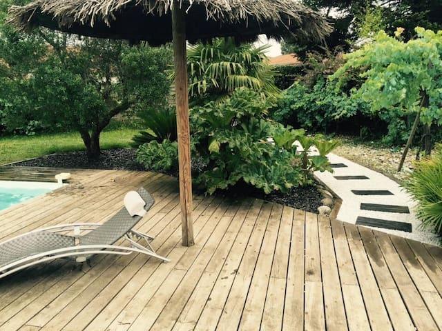 Une Chambre Zen avec accès privatif;accès piscine.