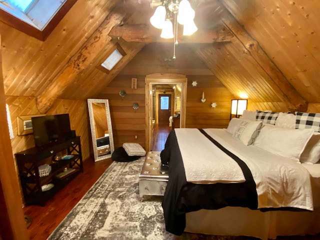 Plush master bedroom with king bed that sleeps like a cloud! Lots of warm soft pillows, hand ironed luxury linens and a space that says class!